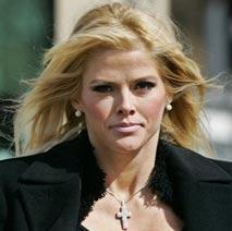 Anna Nicole Smith el día de la muerte de su hijo.
