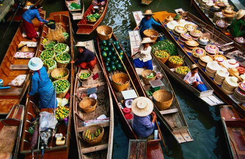 Traders on their boats at the floating market, Damnoen Saduak - Bangkok