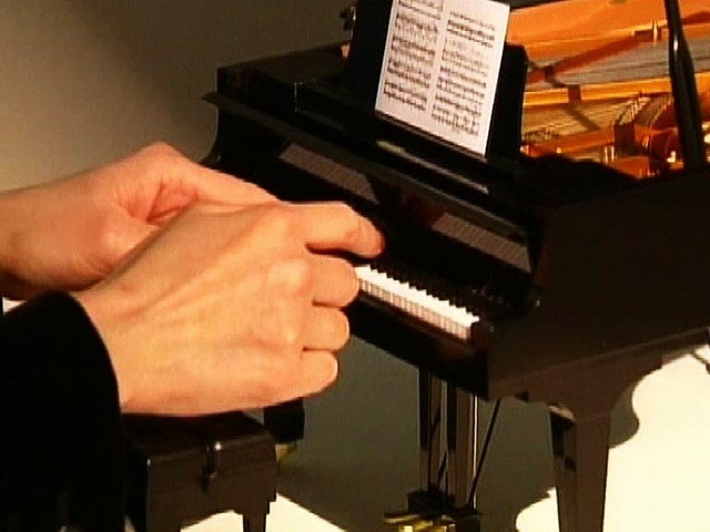 World's Smallest Grand Piano @ Yahoo! Video
