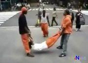 『人間縄跳び』のストリートパフォーマンス