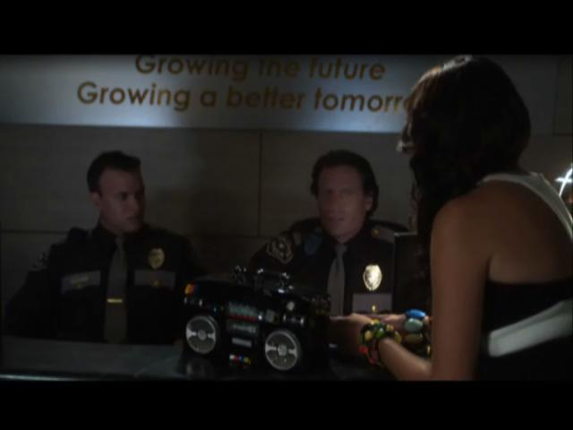 Hockey's Jeremy Roenick guest stars on TNT's 'Leverage' @ Yahoo! Video