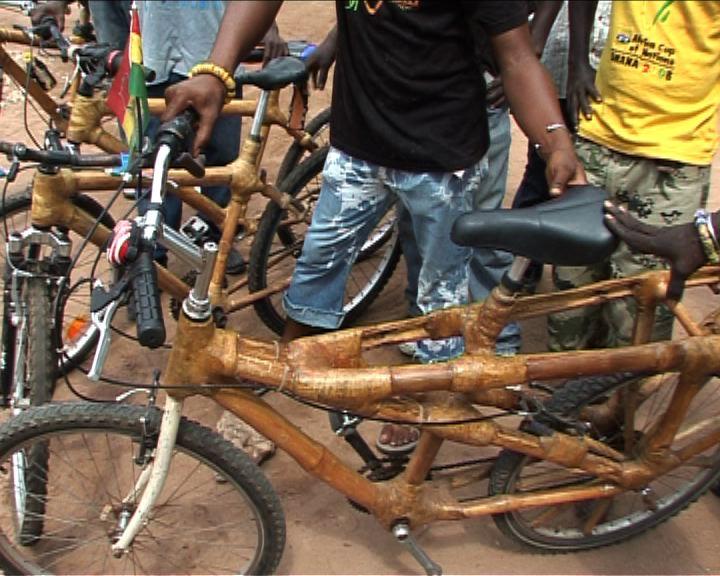 Bambusowy rower, Ghana. Kliknij aby zobaczyć film